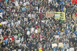 Miles de estudiantes protestan contra los recortes y la 'ley Wert'