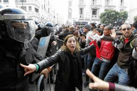 Cae el Gobierno de Túnez tras el asesinato de un líder de la oposición