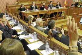 El Consell desoye a Bauzá y mantiene el catalán como requisito y no como mérito