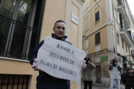 Colocada la nueva  placa de La Rambla sin el nombre de los Duques de Palma