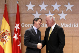 González avanza que se podrá fumar en los casinos de Eurovegas y el Gobierno le contradice