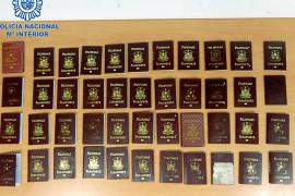 Detenidos en Ibiza 50 ciudadanos filipinos tras llegar a la isla con visados falsificados