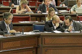 El Parlament paga dedicación plena a  diputados con otros ingresos profesionales
