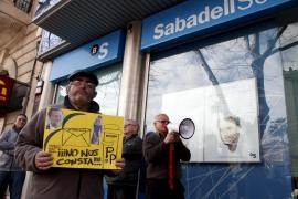 Una entidad financiera ejecuta una deuda hipotecaria por el impago de 320 euros