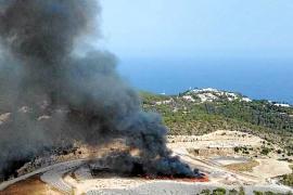 Sobresalto por un un nuevo incendio en el vertedero de Ca na Putxa