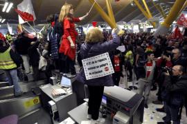 Detenidos cinco empleados de Iberia por resistencia  a la autoridad durante las protestas en Barajas