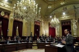 El Parlament apoya la dación en pago retroactiva para paliar los desahucios