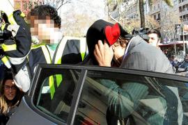 LA POLICÍA LLEGA A LA SEDE DE MÉTODO 3 EN BARCELONA CON UNO DE LOS DETENIDOS