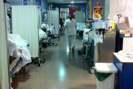 El Satse denuncia que hay 45 pacientes hacinados en urgencias de Son Espases