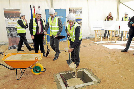Bauzá y el alcalde colocan la primera piedra del instituto de Sant Marçal