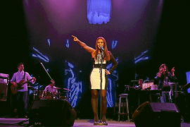 Chenoa se entrega a su público en el Auditòrium con un 'show' electrizante