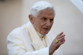 Benedicto XVI ha entregado el anillo del Pescador para que sea anulado