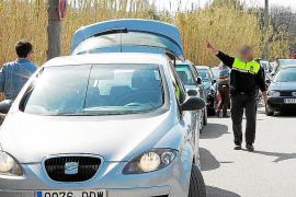 Cientos de coches colapsan el acceso a las Fonts Ufanes ante el estupor de los vecinos de Campanet