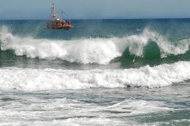 Infructuosa búsqueda por tierra, mar y aire de los dos desaparecidos en Cala Mendia