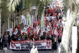 Cerca de 500 personas protestan en Palma contra el paro y por la regeneración democrática