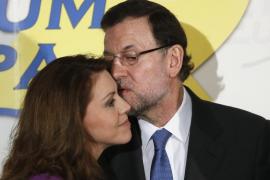 """Rajoy ve a Cospedal como una """"mujer excepcional"""" y un """"magnífico ejemplo a seguir"""""""