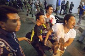 Al menos tres muertos y decenas heridos en varias explosiones en el centro financiero de Bangkok