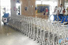 Usar los carros portaequipajes en Son Sant Joan costará un euro