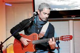 Nando González anticipa en concierto su nuevo proyecto, un disco en directo