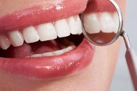 Detenido un dentista por arrancar un puente a un paciente disconforme con el precio