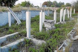 El Ajuntament de Sencelles reclama ayuda al Govern para derribar los adosados de Ruberts