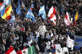 Francisco dice que el poder del Papa es el servicio a los pobres