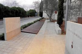 El PP propone completar el texto del Mur de la Memòria del cementerio