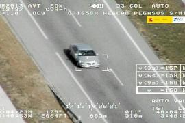 Tráfico se dota de un helicóptero para cazar a los conductores que más corran