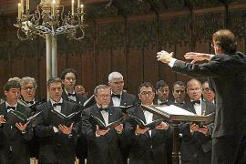 Dos corales de la UIB 'teatralizan' el 'Via crucis' de Listz en la Catedral