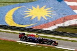 Vettel consigue la 'pole' bajo el agua, por delante de los Ferrari de Massa y Alonso