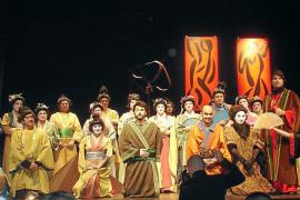 El Cor de Calvià adapta la ópera 'The Mikado' a la realidad mallorquina