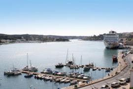 La Fiscalía ordena la suspensión de las obras del dragado del puerto de Maó