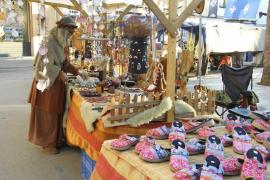 Retorna la época medieval y llena el municipio de artesanía y gastronomía