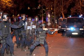 Los antidisturbios lucirán su número de identificación en grande y en la espalda
