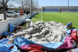 Tres niños heridos al volcar un castillo hinchable a causa del viento en Son Ferrer