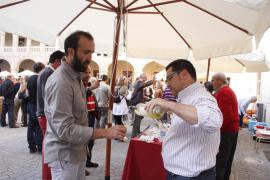 Vino y solidaridad en la Nit del Vi de los Petits Cellers