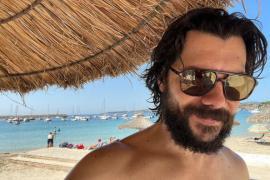 Álvaro Morte, de 'La casa de papel', descansa en Mallorca