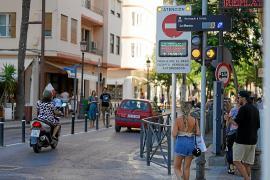 Vila cierra hoy al tráfico la Marina con críticas de comerciantes y el aplauso de los vecinos