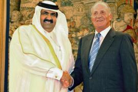 El Rey ha hablado varias veces  con el emir de Qatar en los últimos días