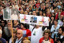 Cientos de personas muestran en Palma su apoyo a Baltasar Garzón