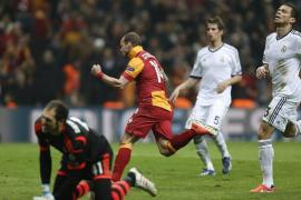 El Real Madrid accede a semifinales tras un susto en el infierno (3-2)