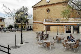 El Ajuntament garantiza que la plaza de la iglesia del Pla de Na Tesa seguirá peatonal