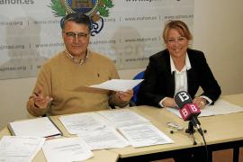 Salvador Botella concejal y Agueda Reynes alcaldesa del ayuntamiento de Mahón -