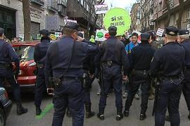 La policía impide un intento de 'escrache'  a la vivienda de Posada