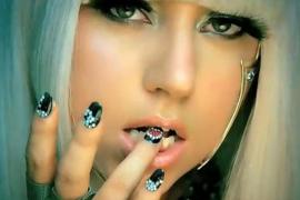 Lady Gaga paga una operación  de cadera a una fan