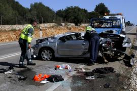 Una alemana muere y su marido resulta herido muy grave al volcar su coche en Campos