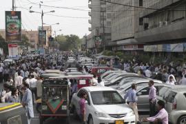 Ascienden a un centenar las víctimas en Irán y Pakistán por un terremoto de 7,8