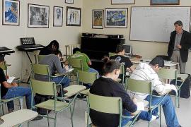 Educació amplía la aplicación del  decreto de lenguas a 1º, 3º y 5º de Primaria