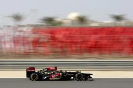 Alonso vuela en la tercera sesión libre de Baréin, siendo Vettel segundo