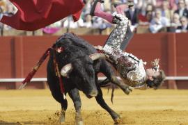 'El Juli' sufre una cogida en Sevilla